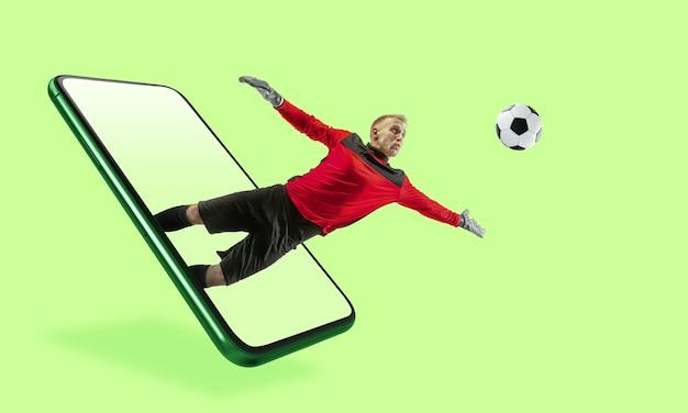 スマートフォンやその他のデバイス-現代のライフスタイルに必要なすべて。広告のコピースペース。ショッピング、商品の配送、オンラインショッピング、サービスのコンセプト。ジャンプ、試合の流れのサッカー選手。