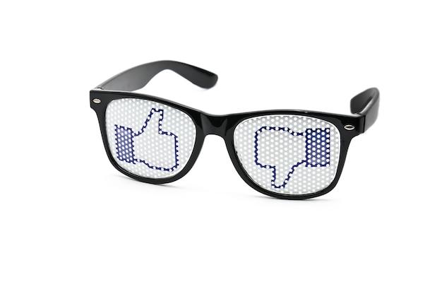 Молодежные очки на белом изолированные
