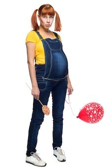 白い背景の上の青年10代の少女の妊娠