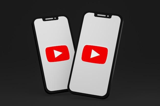 Значок youtube на экране мобильных телефонов 3d визуализации