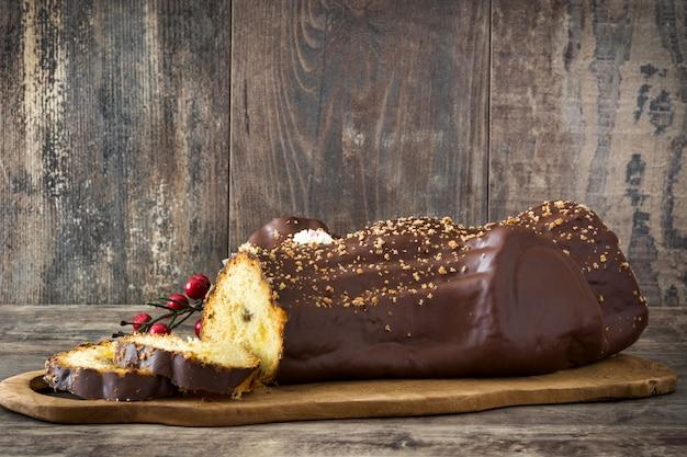木製のチョコレートyuleログクリスマスケーキ