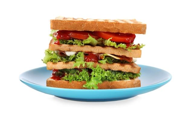 Вкусный бутерброд с поджаренным хлебом, изолированные на белом фоне