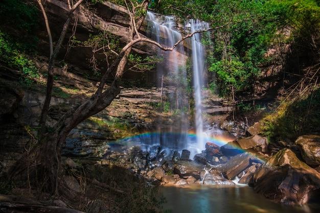 Водопад юнг тонг, красивый водопад в провинции удонтхани, тайланд.