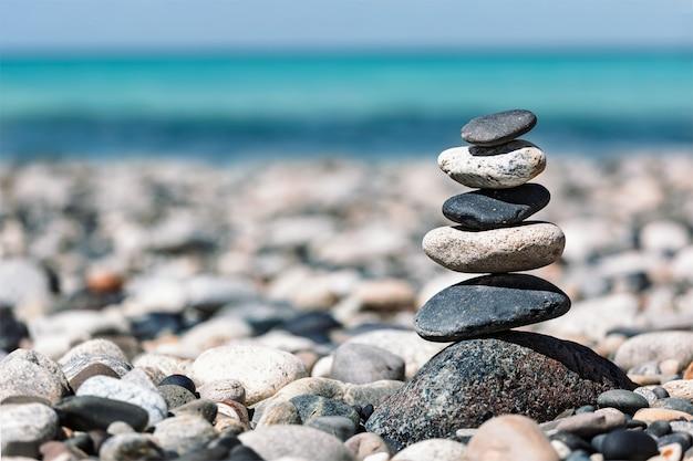 Сбалансированный стек камней в дзен