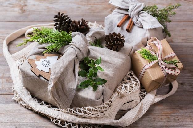 Безотходная рождественская концепция подарочные коробки ручной работы в стиле фуросики
