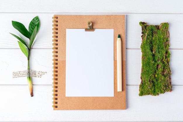 Безотходный экологически чистый натуральный органический концепт рабочего стола