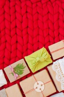 부드러운 핸드 니트 메리노 울 담요에 전통적인 일본식 보자기 스타일로 포장하는 쓰레기 제로 선물 상자 천연 크리스마스 장식으로 손으로 만든 선물 랩핑 공예 종이