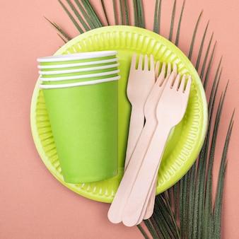 Безотходная зеленая биоразлагаемая посуда с чашками