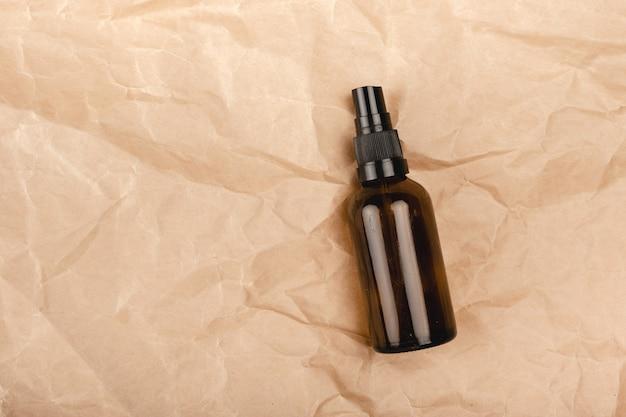 ゼロウェイストヘルスケア。再利用可能なボトル、竹の歯ブラシ、スポンジ。上部の水平ビューのコピースペース。