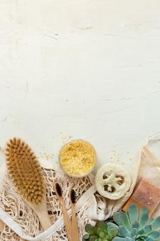 Нулевые отходы, натуральные органические инструменты для ванной. нет пластиковой свободной жизни. экологический уход за кожей, концепция ухода за телом. сознательный минимализм, веганский образ жизни. уменьшить повторное использование рециркуляции.