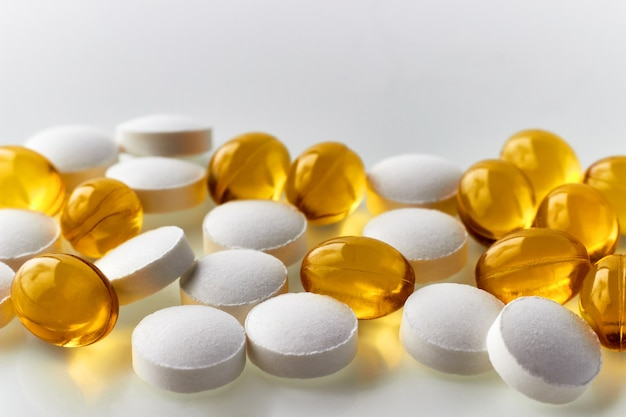 免疫力を強化するための亜鉛錠剤とビタミンdカプセル