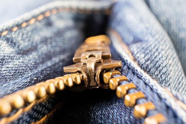 ジーンズのクローズアップ、マクロ写真のジッパー。服のアクセサリーの概念。