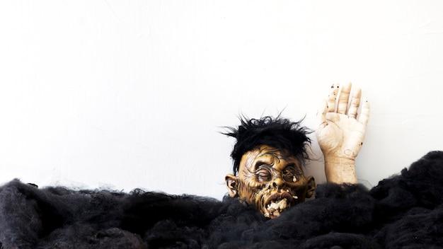 Зомби, ползающие по земле