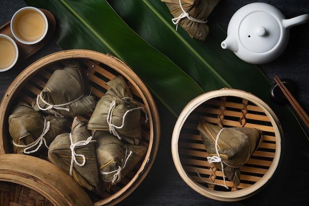 中国の伝統的なドラゴンボートフェスティバルのzongzi餃子の上面図