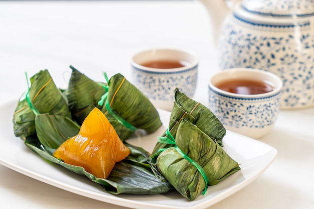 Пельмени липкого риса zongzi или традиционный китайский