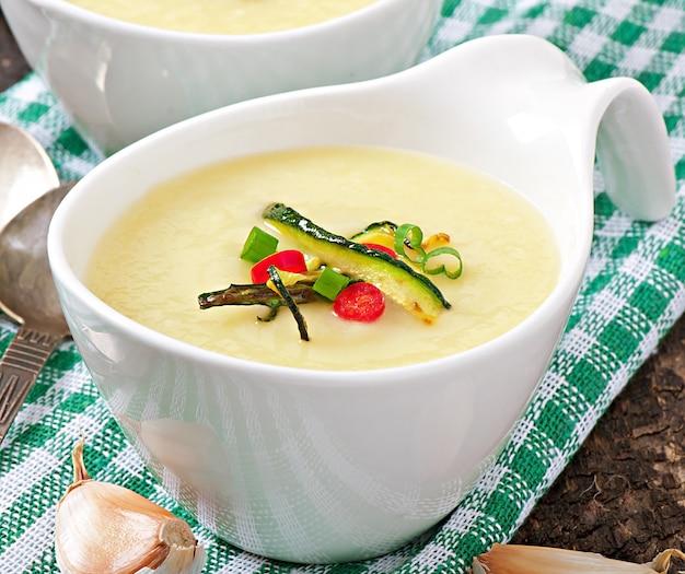 Zucchini cream soup  with garlic and chilli