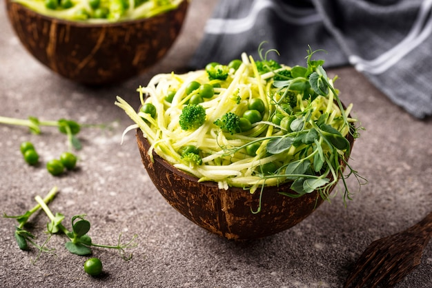 Zucchini pasta with green peas