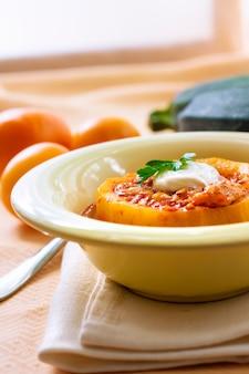 Кабачки, фаршированные мясом и овощами, тушеные в томатном соусе