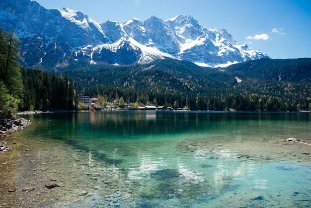 アイブゼーとzugspitzeに美しい湖の景色