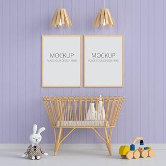 子供部屋のモックアップ用の2つの空白のフォトフレーム