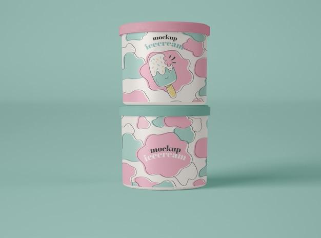 2つのアイスクリームカップのモックアップ