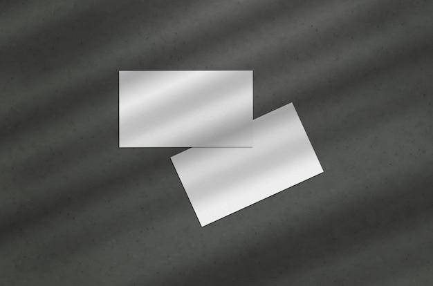 暗い背景に名刺3.5 x 2インチモックアップ