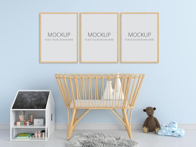 子供の寝室のモックアップの3つの空白のフォトフレーム