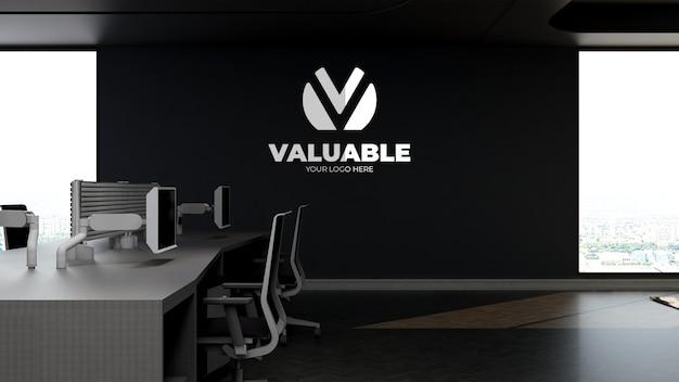 高空のモダンなオフィスワークスペースで3d会社のロゴのモックアップ