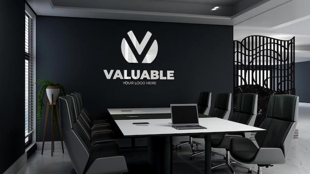 オフィスの会議スペースで3d会社のロゴのモックアップ