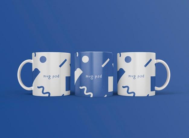 3d вид спереди трех кофейных кружек