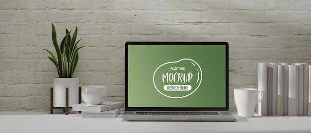 ノートパソコンのモックアップ、本、マグカップ、白いテーブルの植木鉢と3dレンダリングホームオフィスデスク