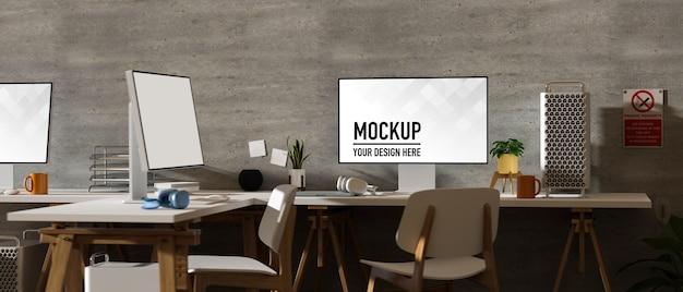 Интерьер офиса в стиле лофт с 3d-рендерингом и макетом двух компьютерных устройств