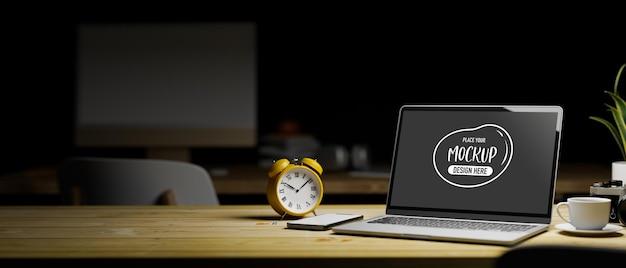 나무 테이블에 노트북 모형 화면의 3d 렌더링