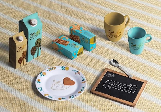 3d представляют завтрак. кофейные чашки, коробка для печенья и контейнеры для молока