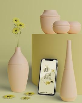 Макет 3d вазы для цветов с мобильным устройством