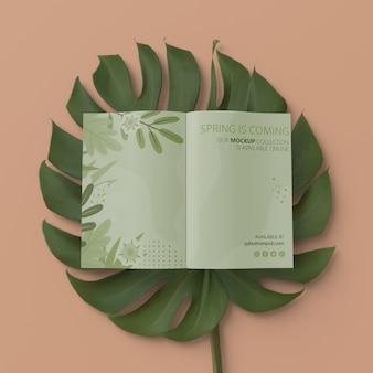 3d листва с весенней картой на столе