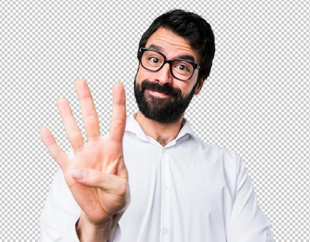 4人目のメガネを持つハンサムな男