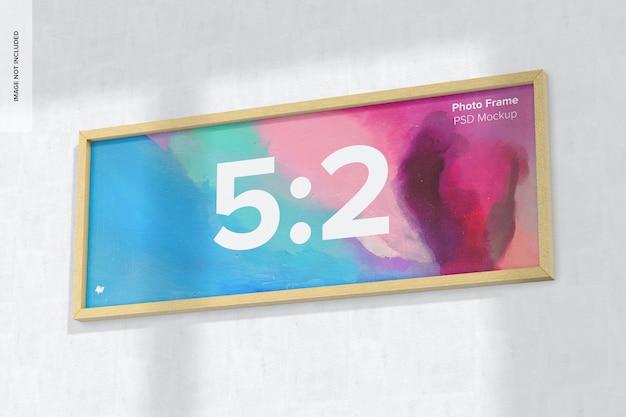 5:2 mockup di cornice per foto, da appendere al muro