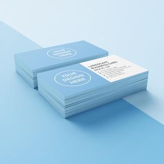 ダブルスタックを使用する準備ができて90 x 50 mmプレミアムランドスケープカンパニー名刺デザインテンプレートを下の視点でモックアップ