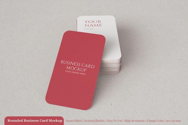 Минимальная стопка визитной карточки из фактурной бумаги 90x50 мм с макетом за круглым углом