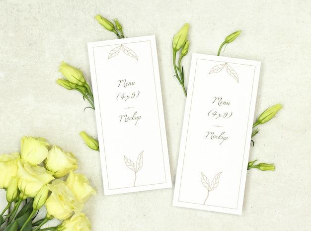 バラの花束と結婚式メニューテンプレート