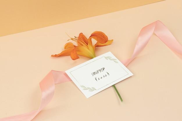 ピンクのリボン付きモックアップ名刺