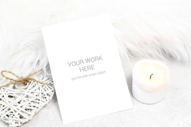 Поздравительная открытка со свечой и сердцем