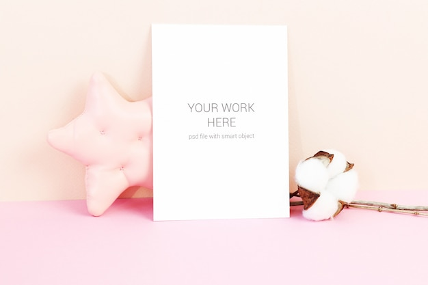 星と綿の花とカードのモックアップ