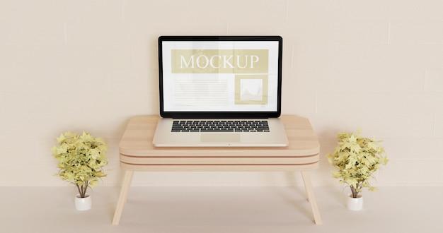 Экран ноутбука макет на деревянный настенный стол с декоративными коричневыми растениями