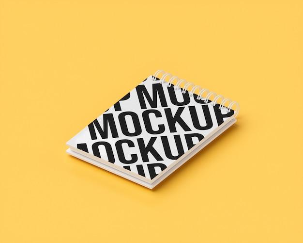 Блокнот макет на желтом
