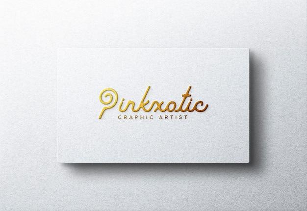 白のビジネスカードのロゴモックアップ
