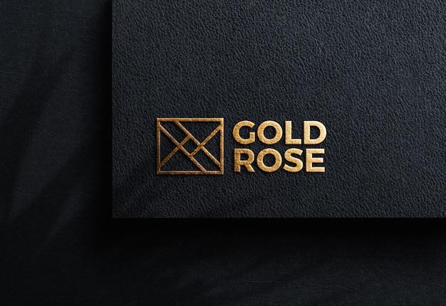 Роскошный логотип макет на черной крафт-бумаге