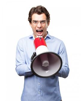 Работник, с помощью мегафона, чтобы отдавать приказы