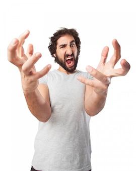 曲がった指で怒っている男